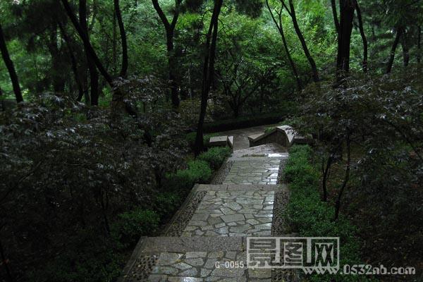 青岛辛家庄北山公园雨后景-景图网
