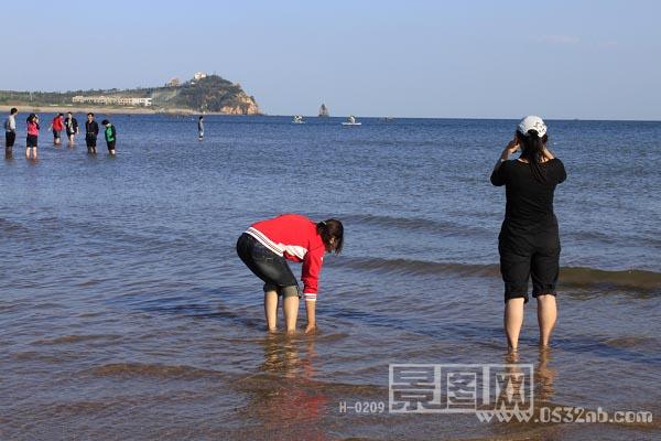 青岛石老人海水浴场风景-风帆雕塑