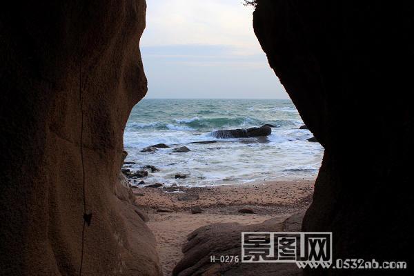 青岛燕儿岛海浪风景照片