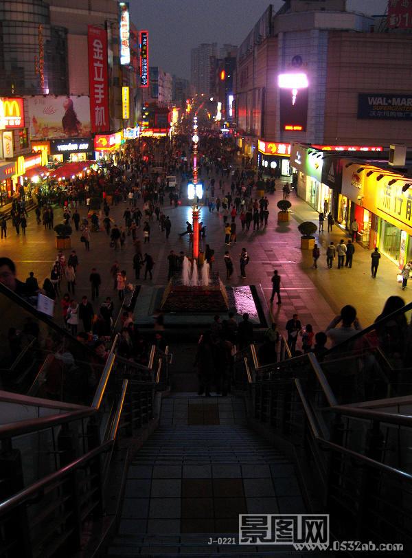 青岛台东步行街全景